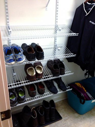 mudroom-organized-housewife