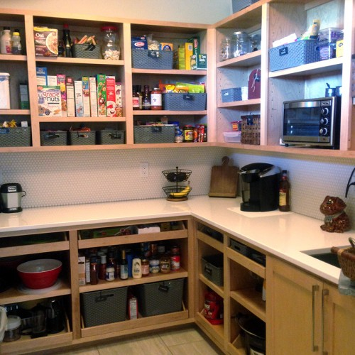 kitchen-open-cabinets-organized-housewife